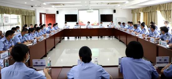 省监狱局召开援鄂干警代表座谈会 陈旭东作讲话